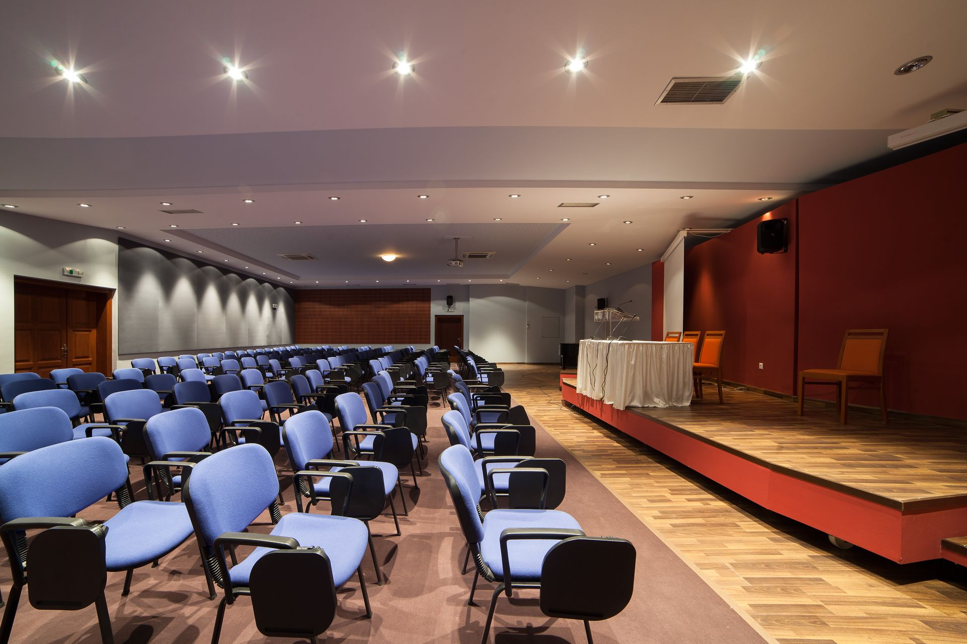 _conference room_resized